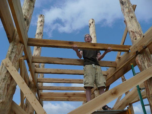 Юрий Лапин: «Мир строит небоскребы и соломенные дома»