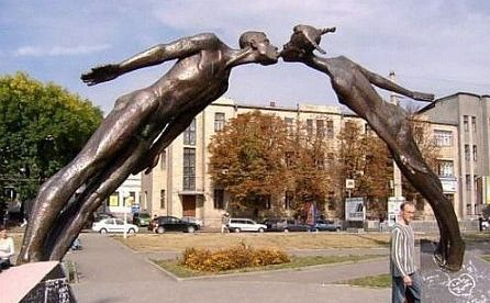 Смешные и необычные памятники мира (64 фото)