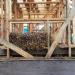 Первые соломенные блоки в каркасе! (20 фото)