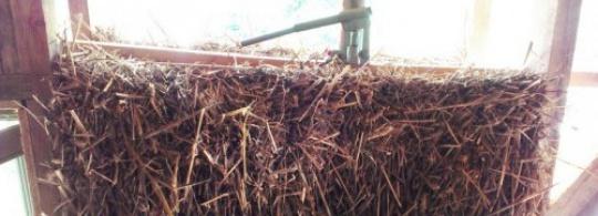 Домкрат и доуплотнение соломенных блоков — а нужно ли?