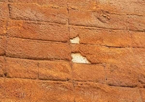 Ужасы нашего гродка: в Смоленске утепляют стены монтажной пеной