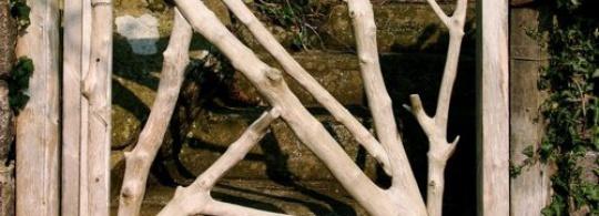 30 примеров садовых калиток из веток