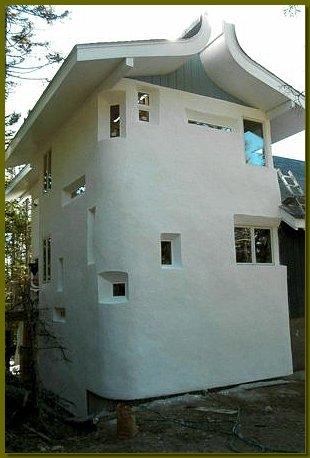 Нестандартный дизайн соломенного дома - свобода для творчества!