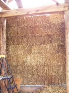 Стена из соломенных блоков