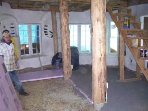 Интерьер соломенного дома