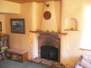 Печь в доме из соломы
