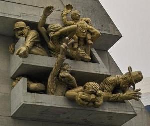 """Скульптурная композиция """"Болельщики"""", установленная на стадионе в Торонто"""