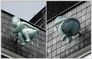 Памятник шалости. Вот такая шалость увековечена в Кельне, Германия. Говорят, что его установили местные жители в знак протеста действиям правительства