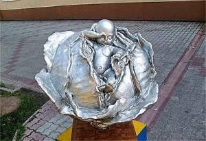 Памятник капусте. Установлен в Томске