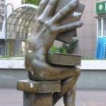 Памятник человеку-книге