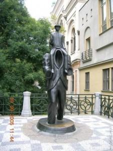 Памятник костюму человека