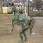 Памятник ослику и человеку