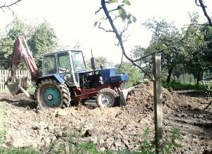 Планировка участка с помощью трактора