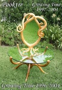 Столик необычной формы из дерева
