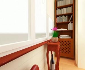 Книжный шкаa на балконе