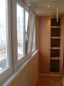 Простой шкаф на балконе