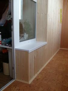 Вариант отделки балконной стенки и пробковый пол