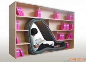 Книжный стеллаж с дверью-креслом