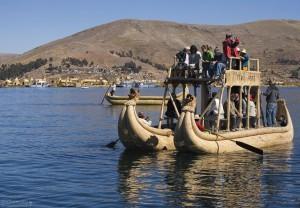 Лодка из соломы на озере Титикака
