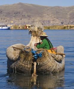 Остров из соломы на озере