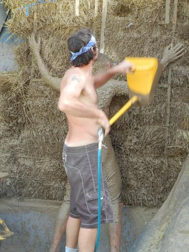 Распылитель для штукатурки в действии