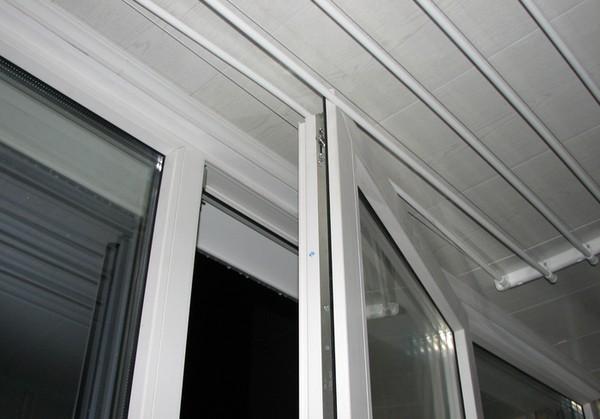Сушилку на потолок установили, а окно теперь не открывается...