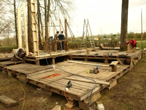 Деревянный фундамент для соломенного дома