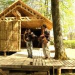 Соломенный дом и музыканты