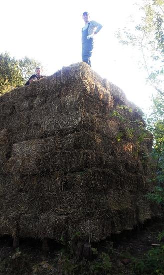 Скирда соломы 4 метра в высоту