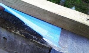 Под брусом - слой изоляции из рубероида (лежит на фундаменте), затем вспененного полиэтилена 8 мм толщиной