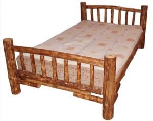 Кровать с круглыми столбиками из веток