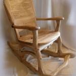 Кресло-качалка из естественного отшлифованного дерева