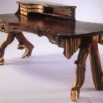 Оригинальный стол из необработанного дерева
