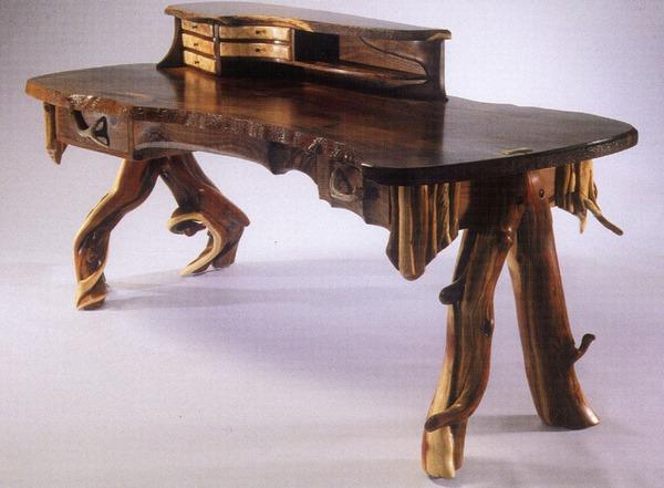 Оригинальный стол из необработанного