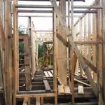 Установка деревянного каркаса: внутренние проемы и перегородки