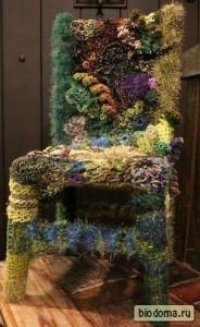 Вязаная накидка для стула в цветочном стиле. Это ж сколько надо было времени потратить, чтобы такое связать...