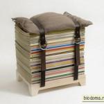 Стопка журналов и подушка
