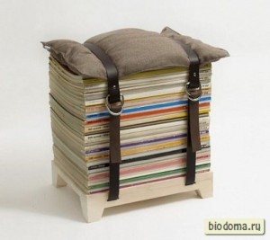 Стопка журналов и подушка - получился интересный стул. Студентам в комнату однозначно пойдет...