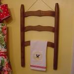 Вешалка для полотенец на кухне из спинки старого стула