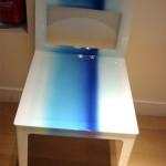 Роспись стула белым и синим