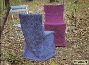 Это, наверно, самый простой вариант, но с учетом того, что стульев несколько, а накидки разных цветов, все выглядит приятно.