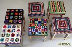Шапочки для стульев придают им мальчишеский вид