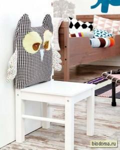 Вместо спинки стула - подушка