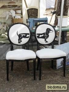 Двойной стул с изображением таксы. Неплохая идея.