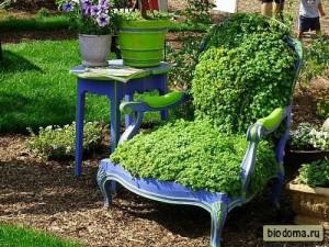 Зеленый стул - в прямом смысле.