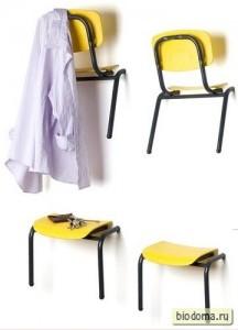 Вешалки из стульев по всей стене