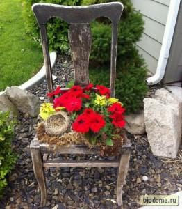 Еще один пример старого стула с цветами