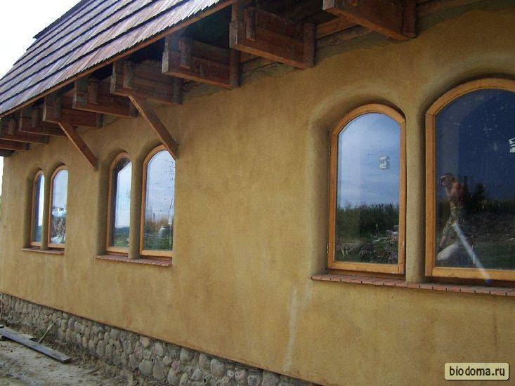 Полукруглые окна в доме
