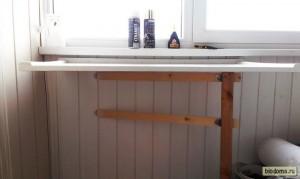 Нога для откидного стола в соломенном доме. biodoma.ru.