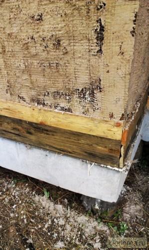Известковая штукатурка на углу каркасного дома из соломы